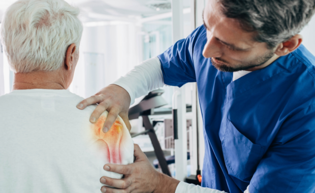 patient with shoulder arthritis pain